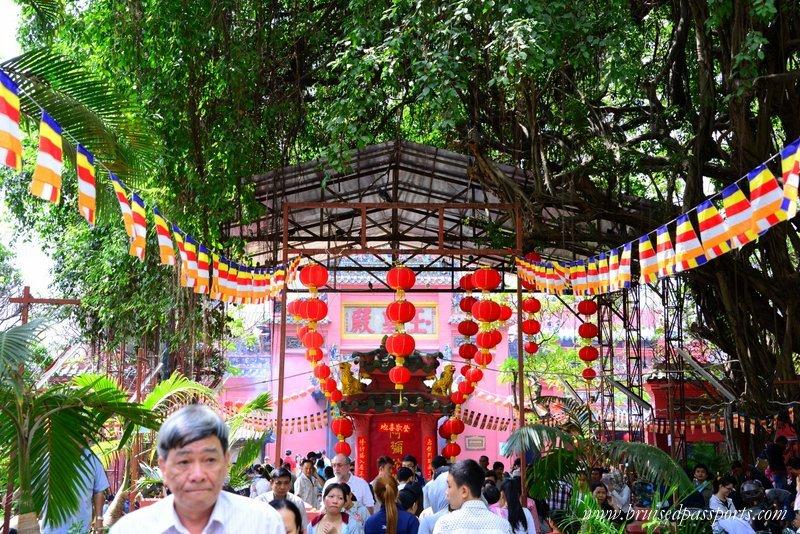 things-to-do-in-saigon-pagodas
