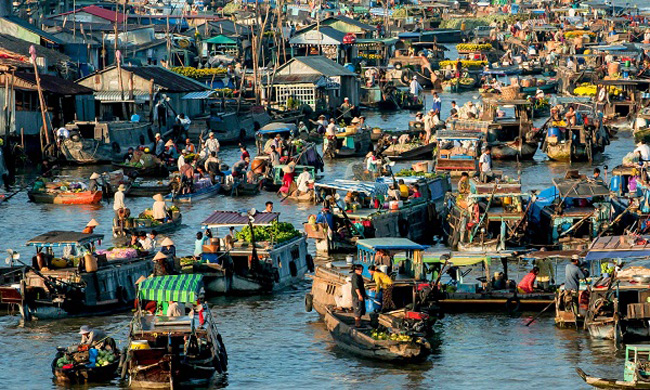 visit-cai-be-floating-market-on-mekong-river-cruises-1
