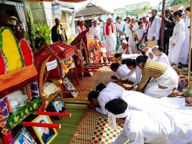 Kut Entrance Ceremony of Brahmin the Cham people 2
