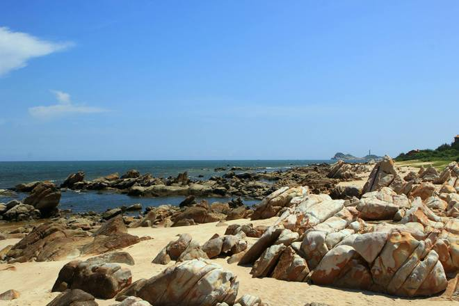 colorful rocky beach - vietnam 7