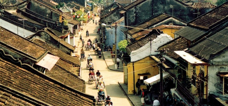 """Lost in Hoi An"" through the time-lapse lens of the British photographer"